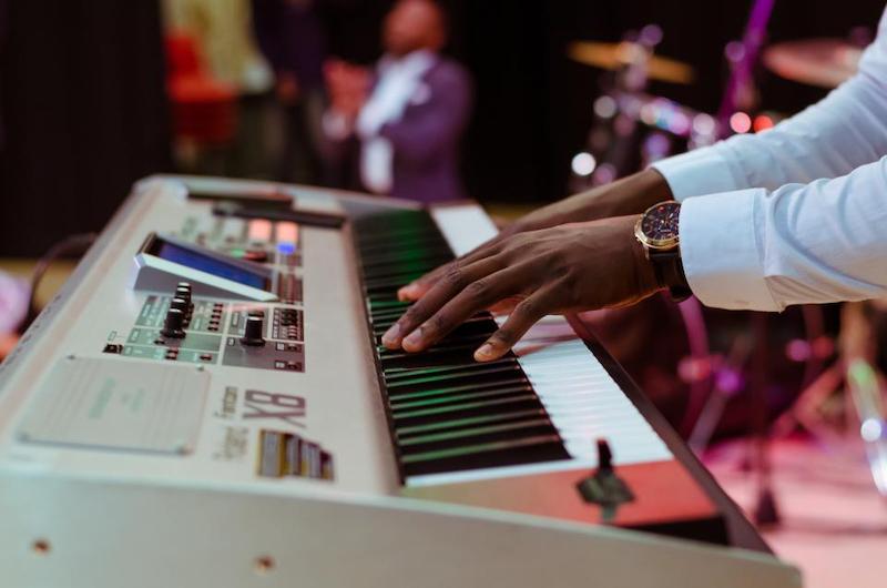 Digital Keyboard Mann