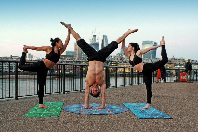Gemeinsames Yoga draußen