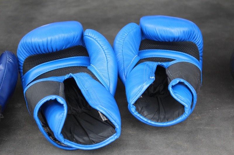 Boxhandschuhe lüften