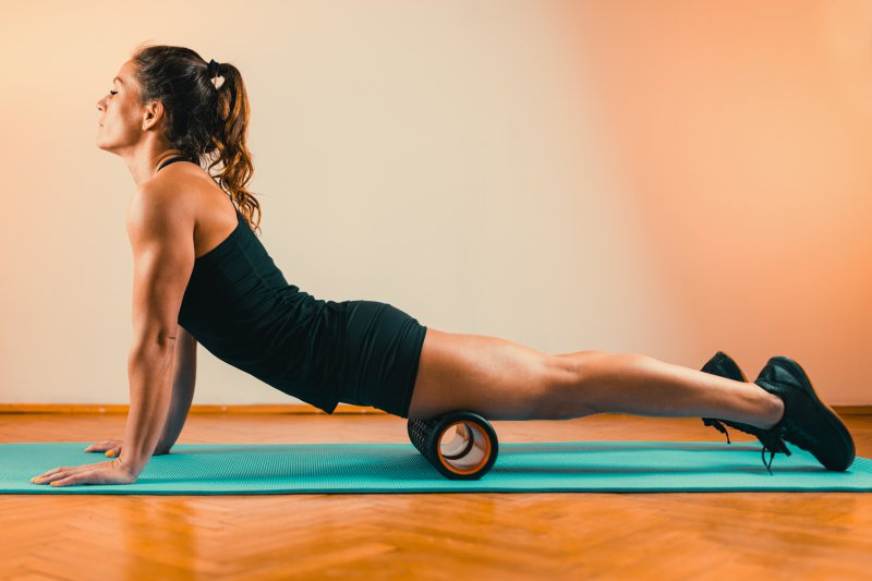 Faszientraining auf einer Yoga-Matte