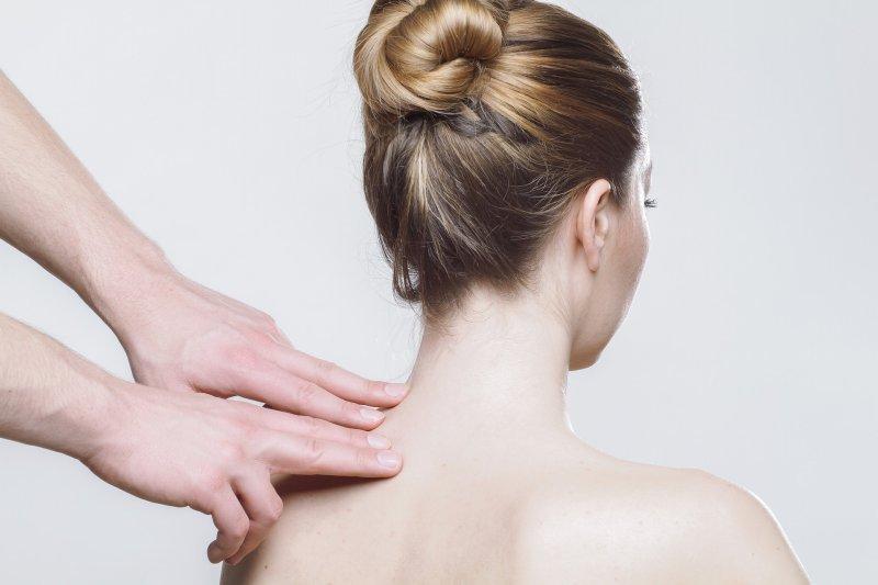 Nackenschmerzen auf der linken Seite
