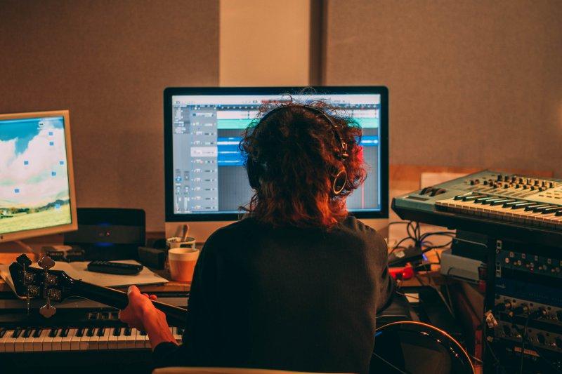 Sängerin bei der Aufnahme
