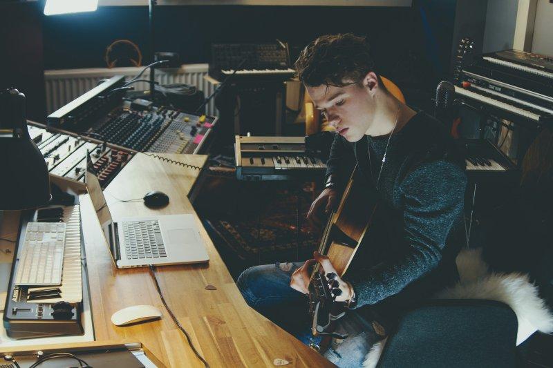 Gitarrenspieler im Studio