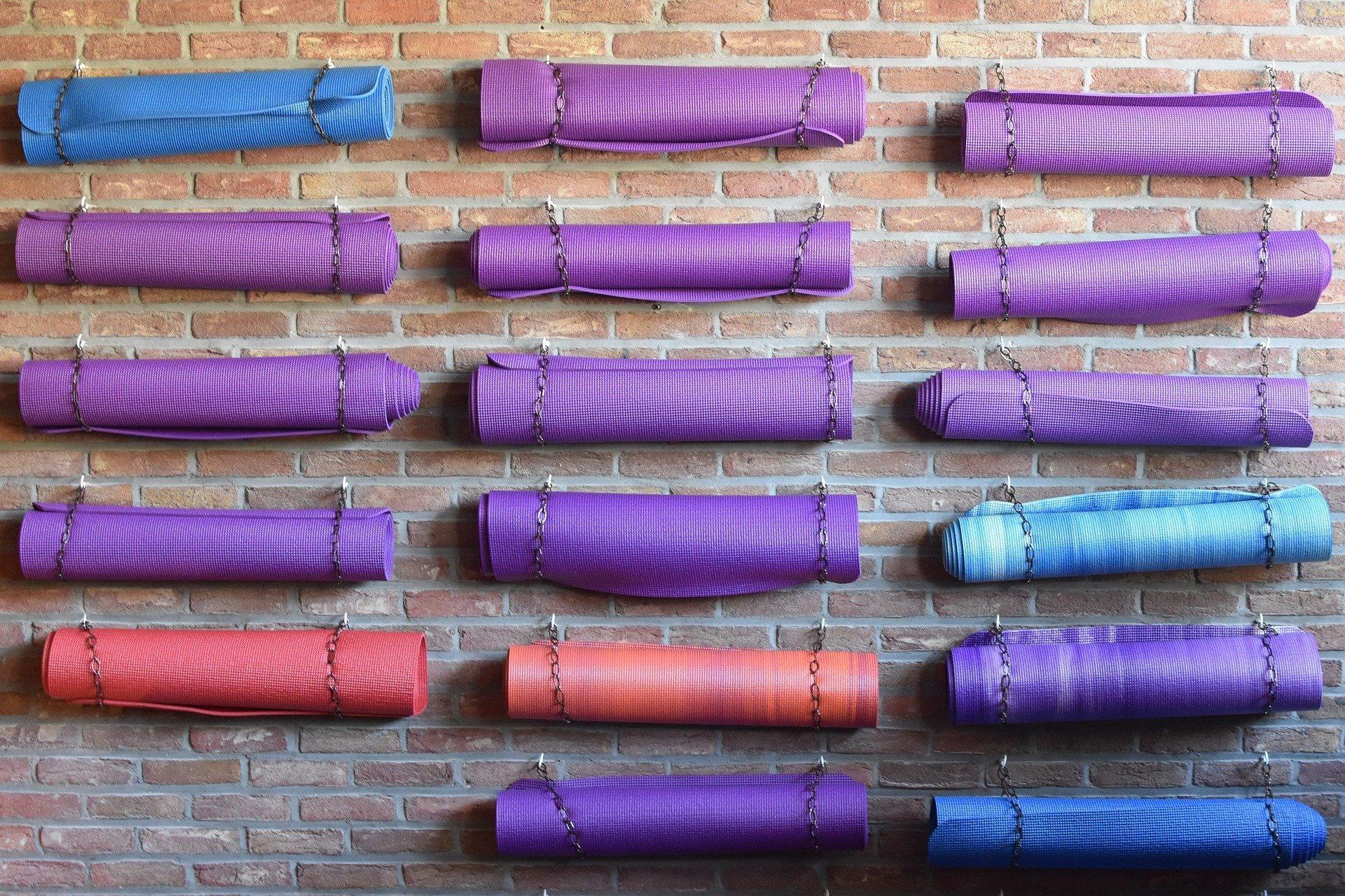 Eine Auswahl an Yogamatten