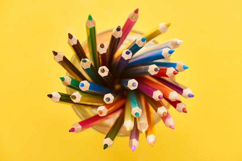 Buntstifte aufbewahren in einem Farbstift Behälter