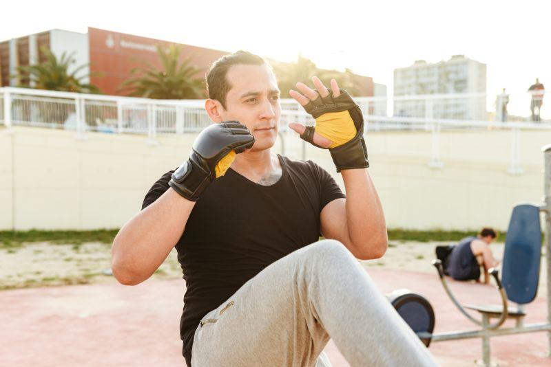 Im Fitnesshandschuhe Ratgeber erfährst Du welche Ausstattung Sinn macht.