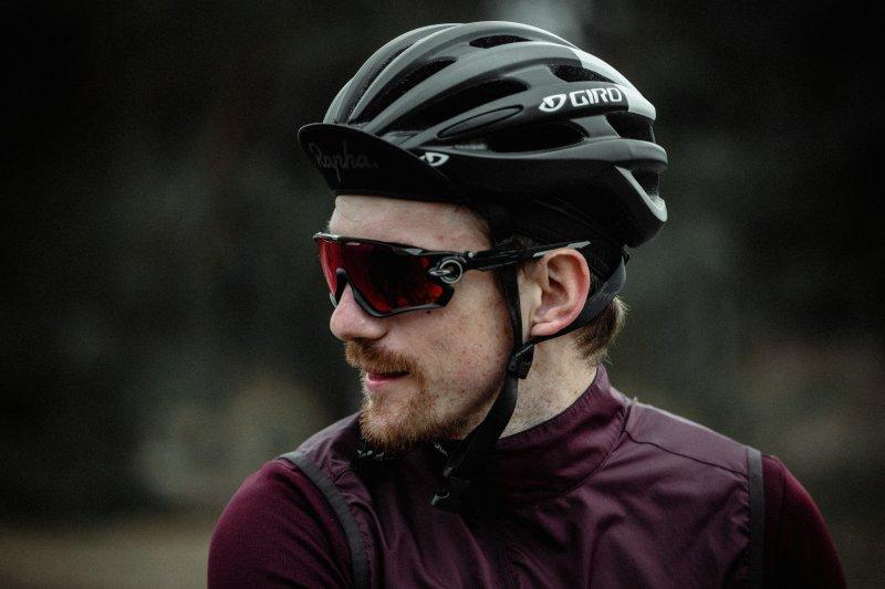 Mann mit Fahrradbrille