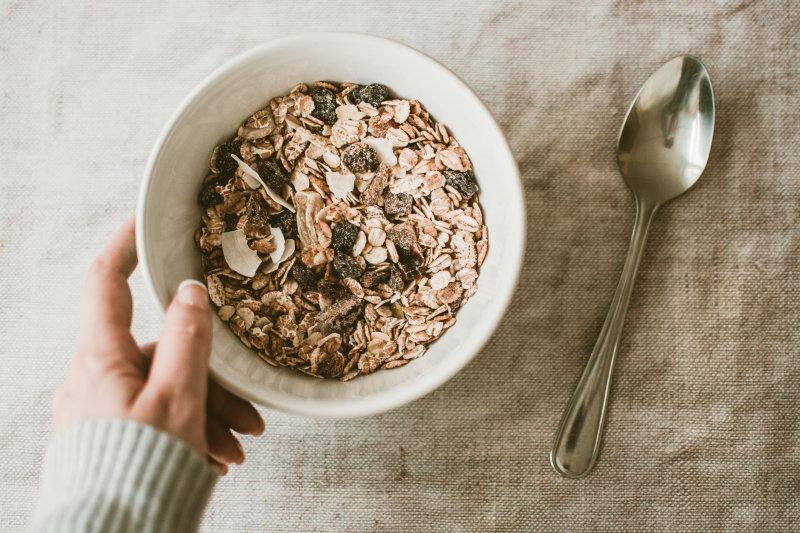 Protein-Müsli ist ein leckerer und gesunder Snack für zwischendurch