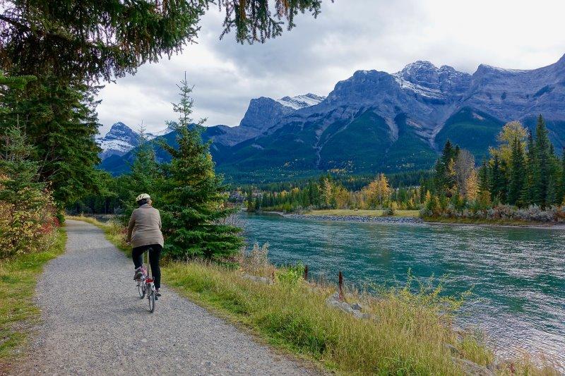 Fahrradtour in den Bergen und Seen