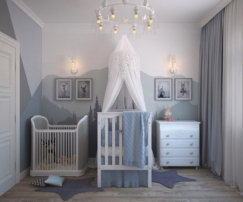 Ein Kinderbett mit einem Moskitonetz