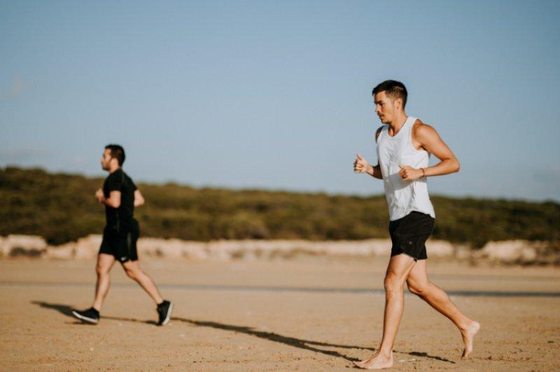 Barfuß laufen am Strand