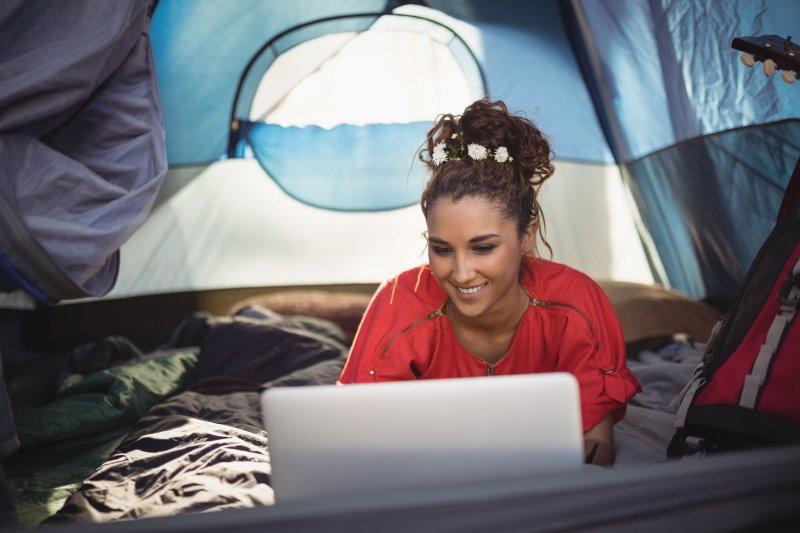Recherche auf Camping-Schlafsack