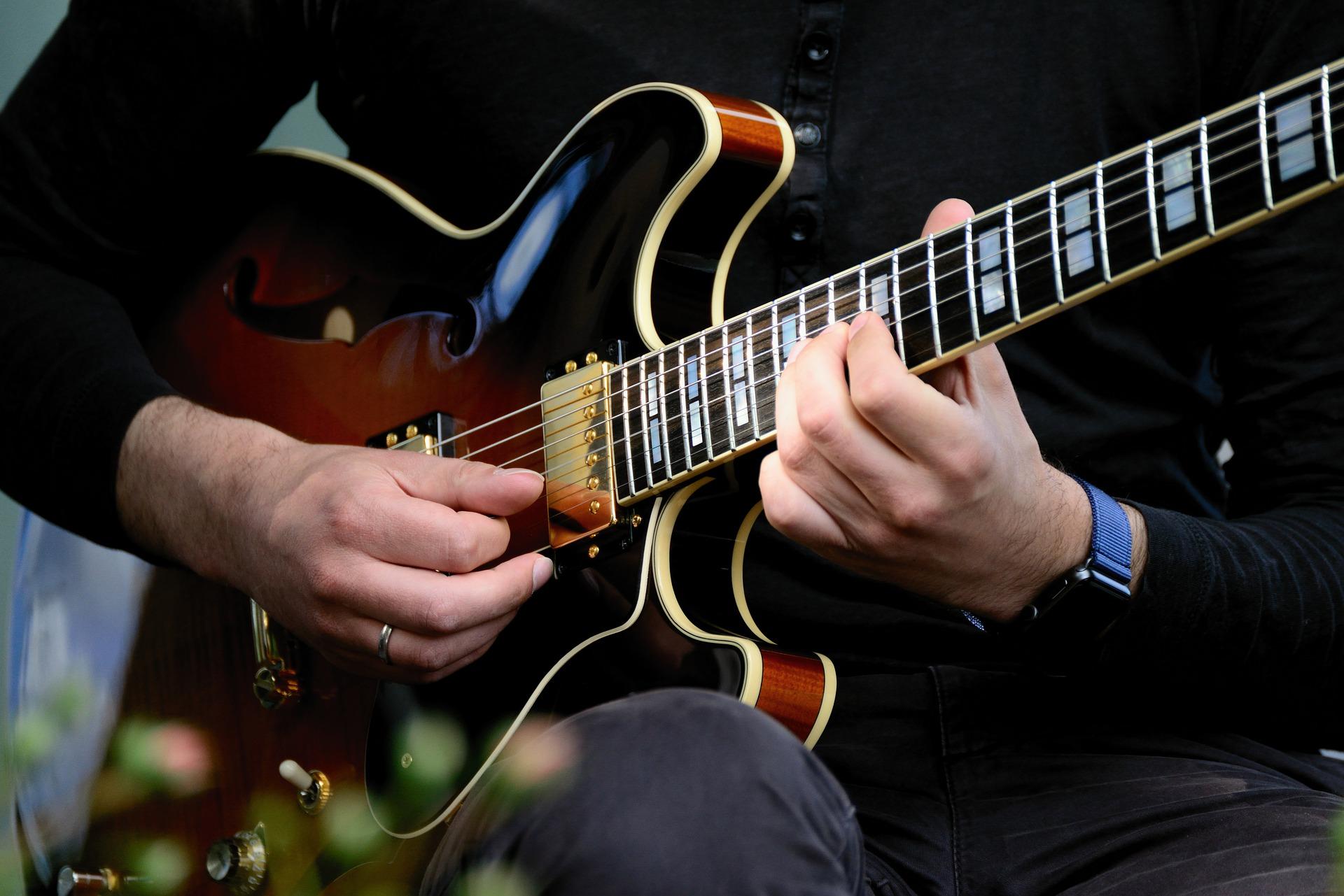 E-Gitarre, Musiker, Test