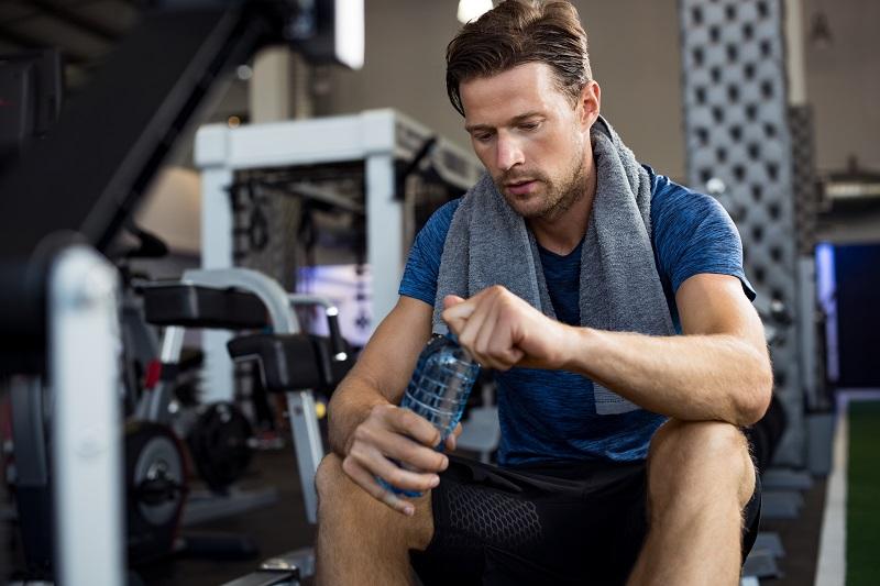 Die Bedeutung eines Sporthandtuchs im Fitnessstudio