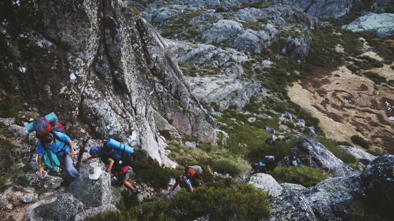 Bergtour mit Wanderrucksäcken