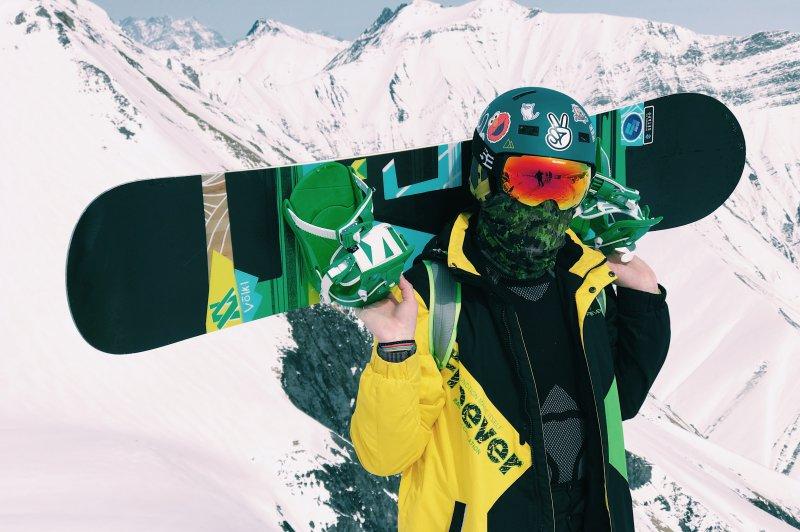 Für Anfänger eignet sich ein kürzeres Snowboard.