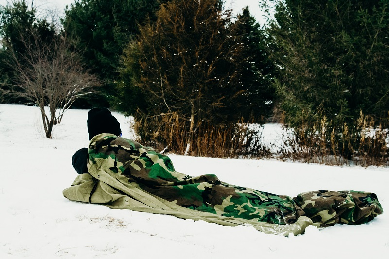 Biwaksack im Schnee