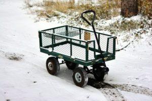 Bollerwagen im Schnee
