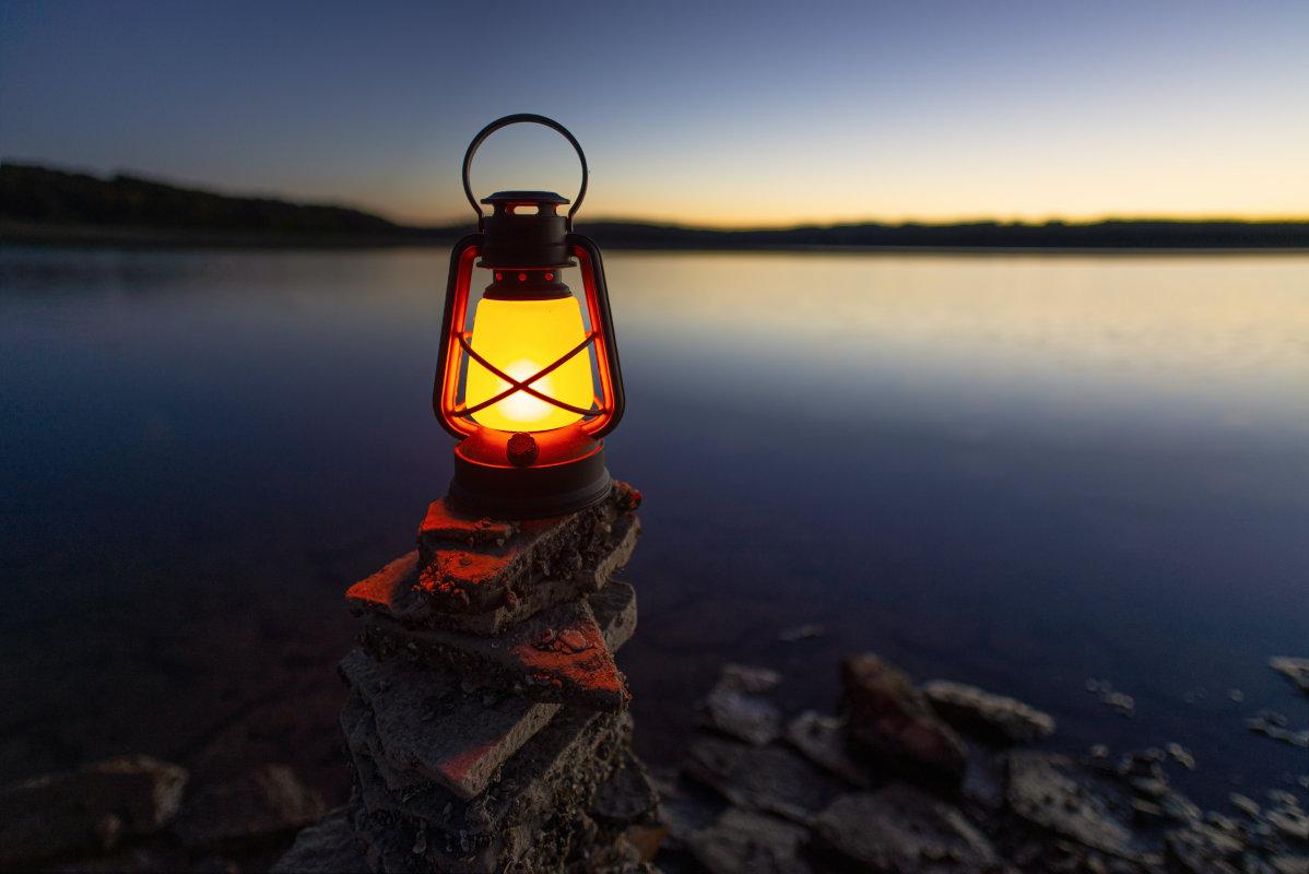 Campinglampe am Meer
