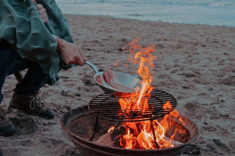 Um draußen zu kochen, musst Du Dich an die besonderen Bedingungen anpassen.