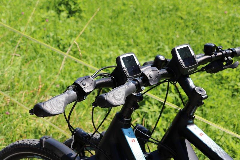 2 LCD-Displays von Mountainbikes die Informationen geben