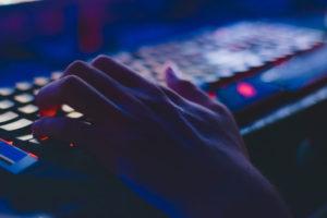 Gaming Tastatur mit Hand