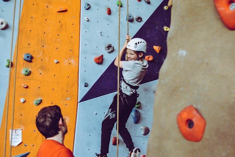 Im Klettergurt Test: Klettergurte für Kinder