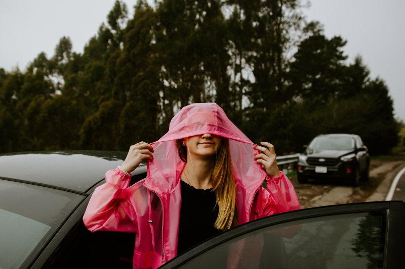 Gute Laune durch farbige Regenjacke