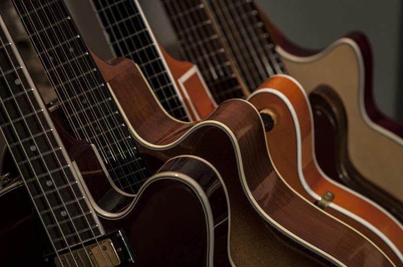Westerngitarren unterscheiden sich nicht nur vom Klang her, sondern auch von dem optischen Erscheinungsbild