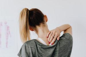 Aufrechte-Haltung-Rueckenschmerzen