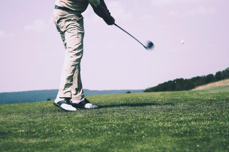 golfen mit einer golfuhr