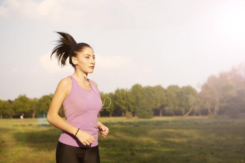 Das Tragen eines Laufshirts stärkt die Körperhaltung