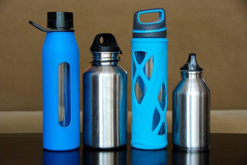 Trinkflasche aus verschiedenen Materialien