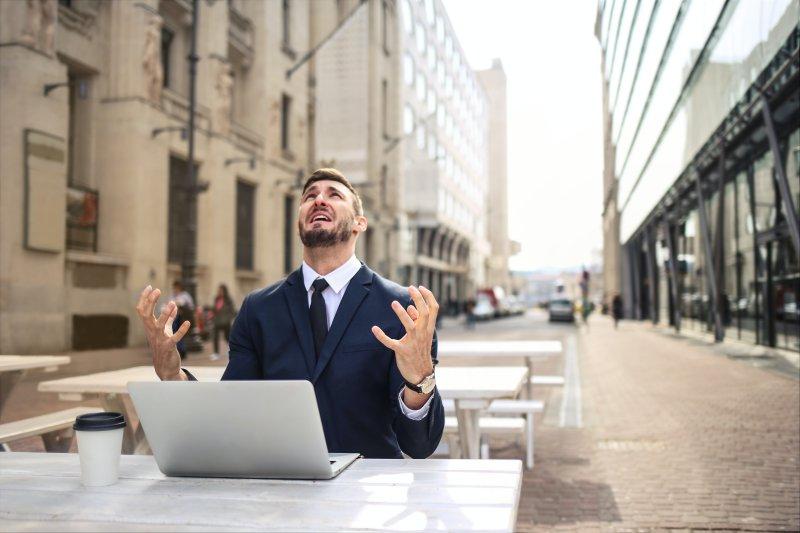 Häufig fühlen sich Menschen von ihrer Arbeit sehr gestresst.