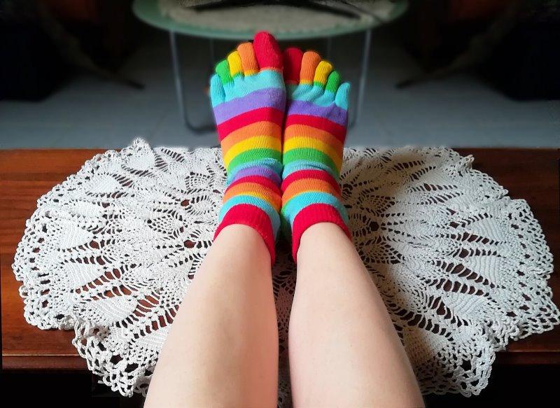 bunte Yoga-Socken mit Zehentrenner