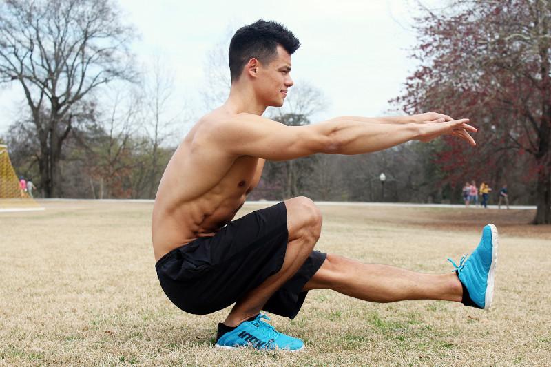 Durchtrainierter Mann beim Sport machen