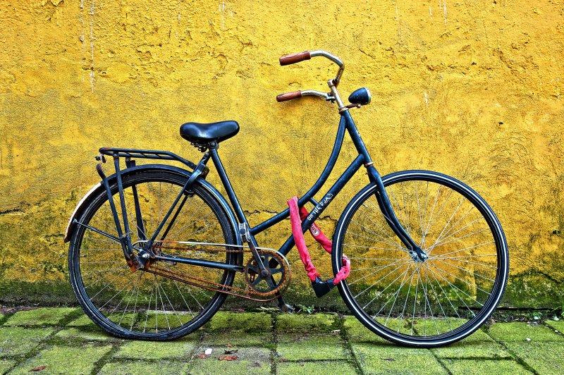 Fahrrad mit Rahmenschloss