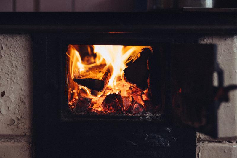 Feuer im Zeltofen