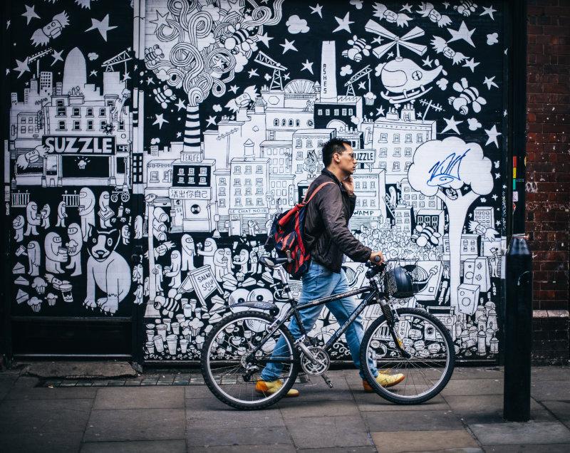 Sportliches Herrenrad in der Stadt
