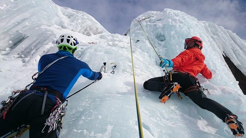 Im Klettergurt Test: Klettergurte für Eisklettern
