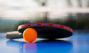 Tischtennisschläger- und Ball