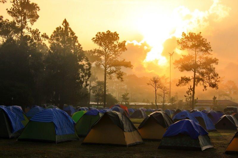 Camping mit Sonnenaufgang