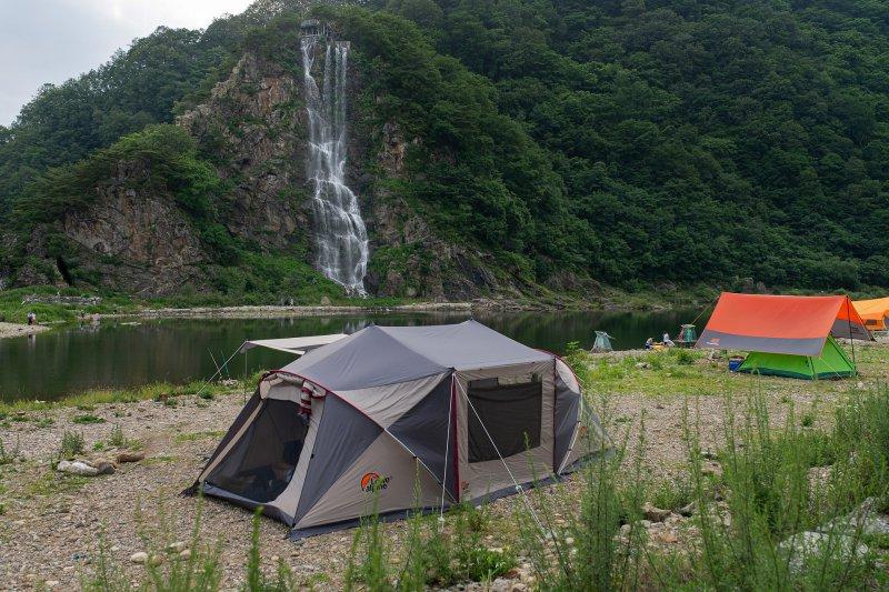 Ein 6 Mann Zelt am See