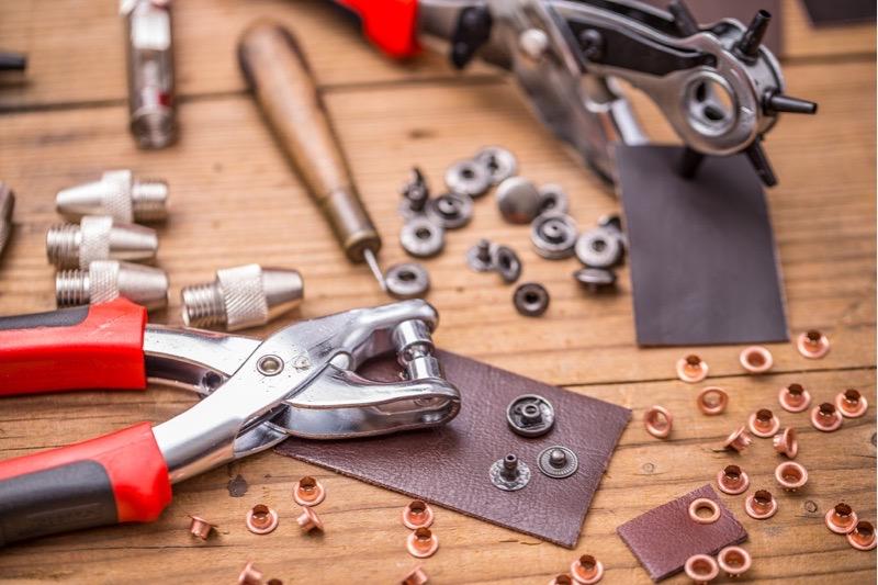Hantliche Ösenpresse inklusive Nieten und Werkzeug