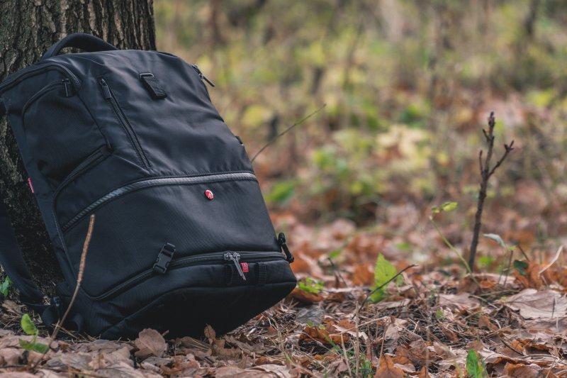 Rucksack im Wald
