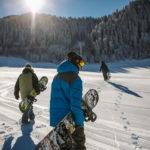 Die Snowboardtasche schützt das Board und die Ausrüstung