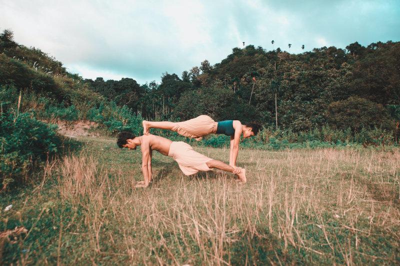 Akrobatische Partnerübung