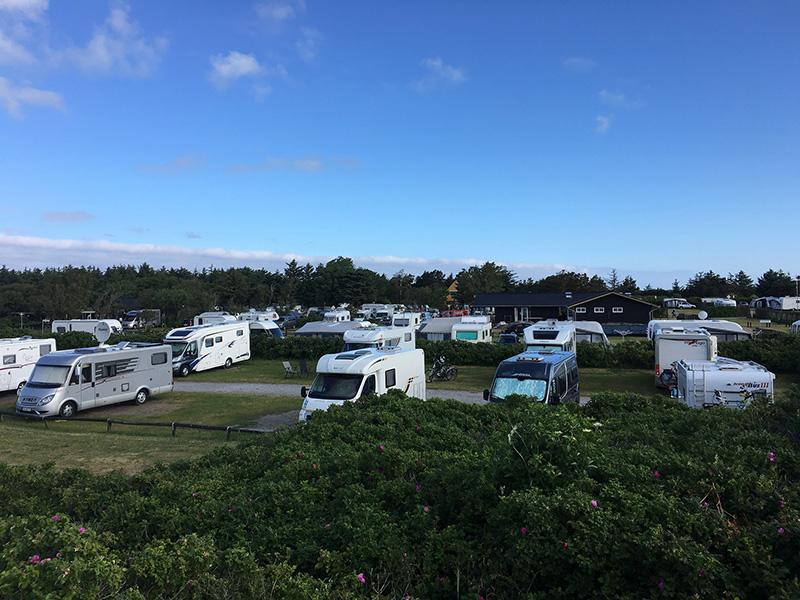 Campingplatz mit Wohnmobilen