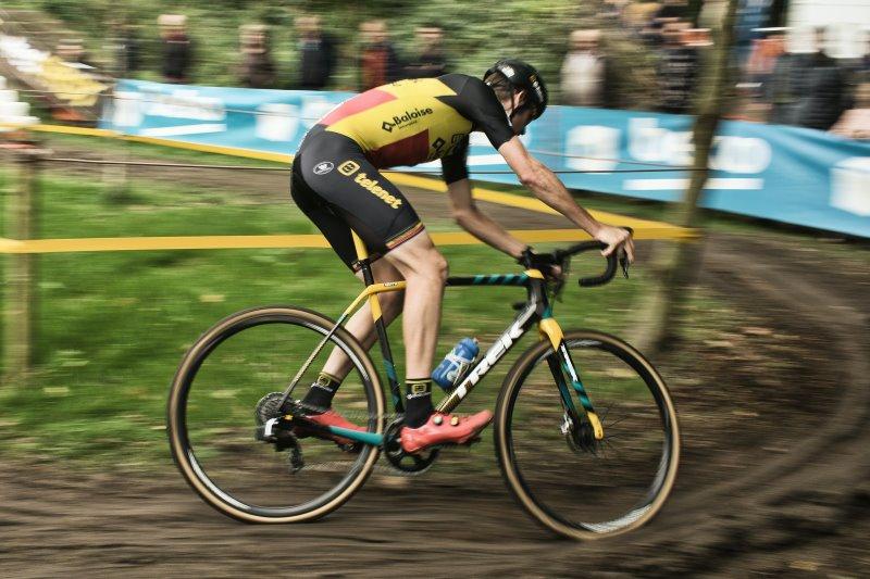 Cyclocross Rennen durch Schlamm