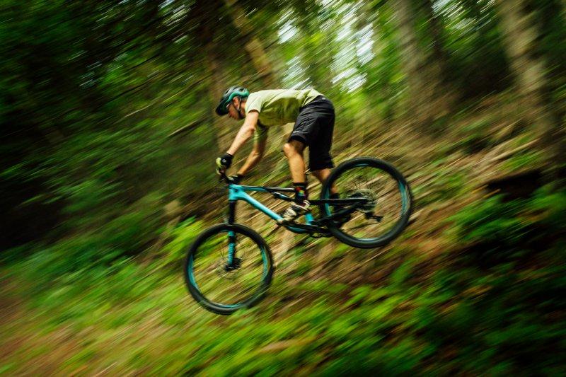Enduro-MTB Downhill fahren mit der richtigen Schaltung